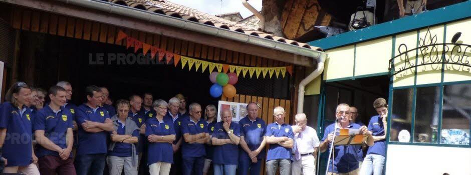 Pour celebrer ses 40 ans le comite des fetes decore la forge 1528231632